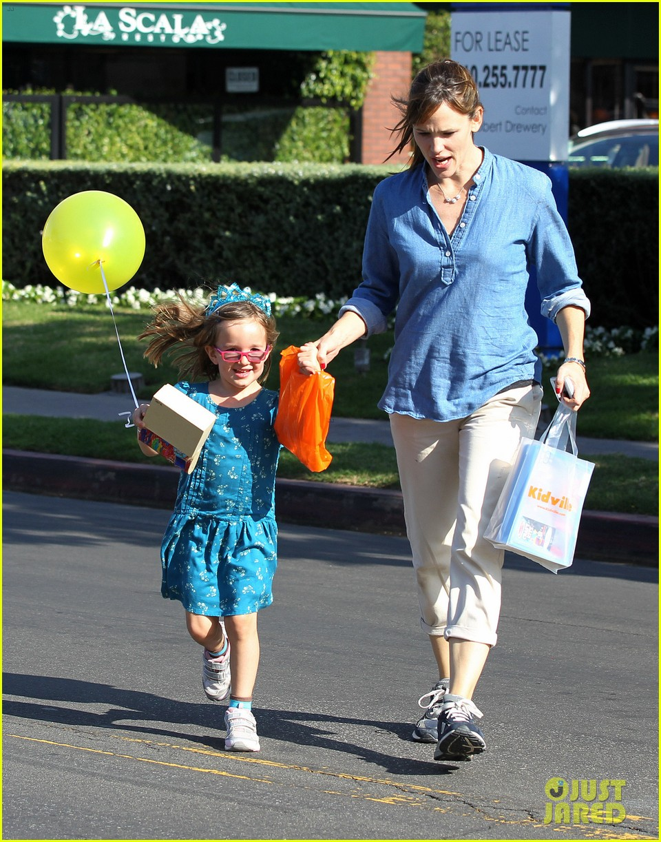 jennifer garner brentwood birthday party with seraphina 032975815