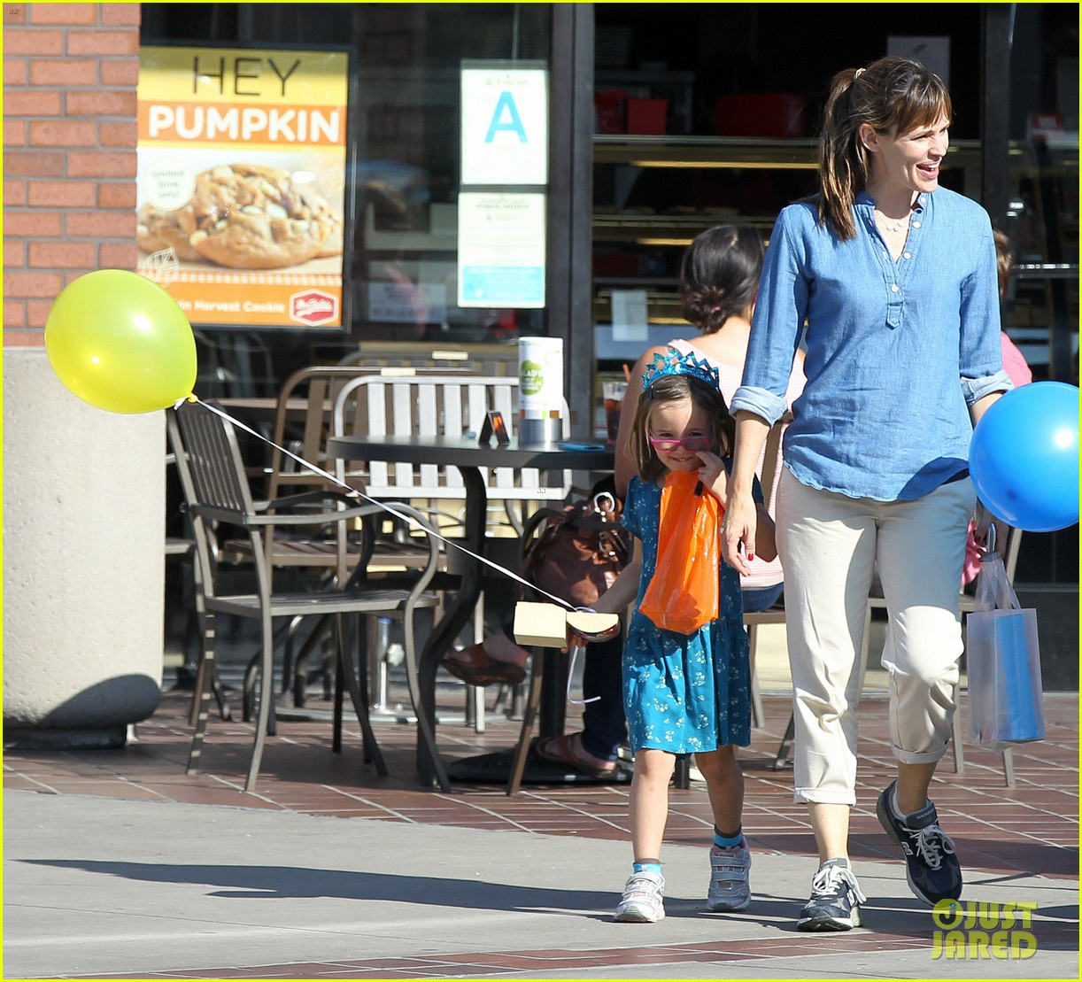 jennifer garner brentwood birthday party with seraphina 082975820