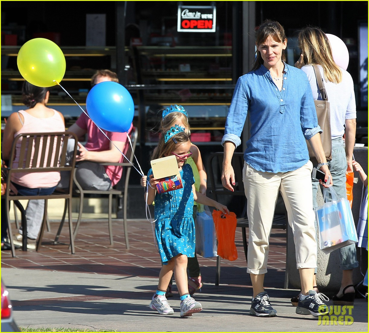 jennifer garner brentwood birthday party with seraphina 102975822