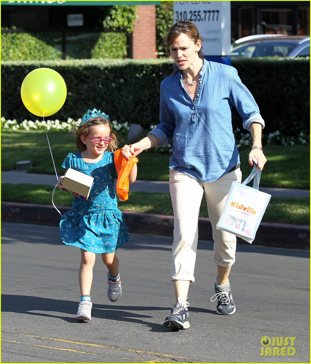 jennifer garner brentwood birthday party with seraphina 182975830
