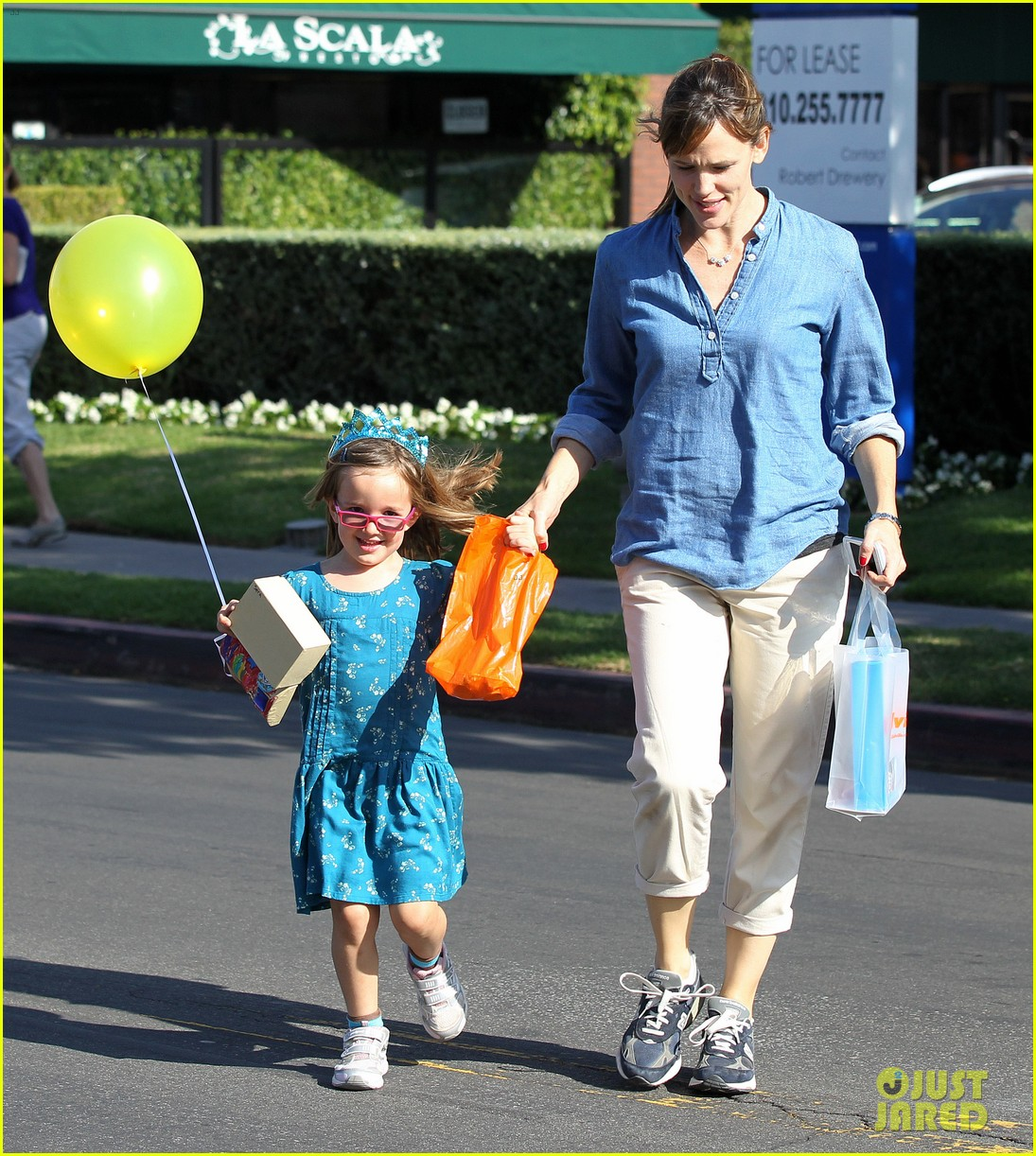jennifer garner brentwood birthday party with seraphina 192975831