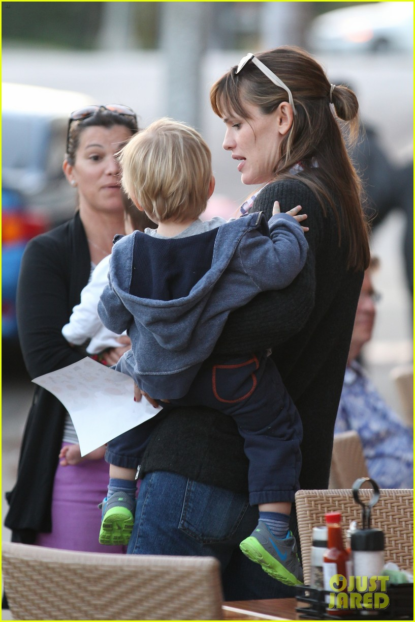 jennifer garner brentwood birthday party with seraphina 26