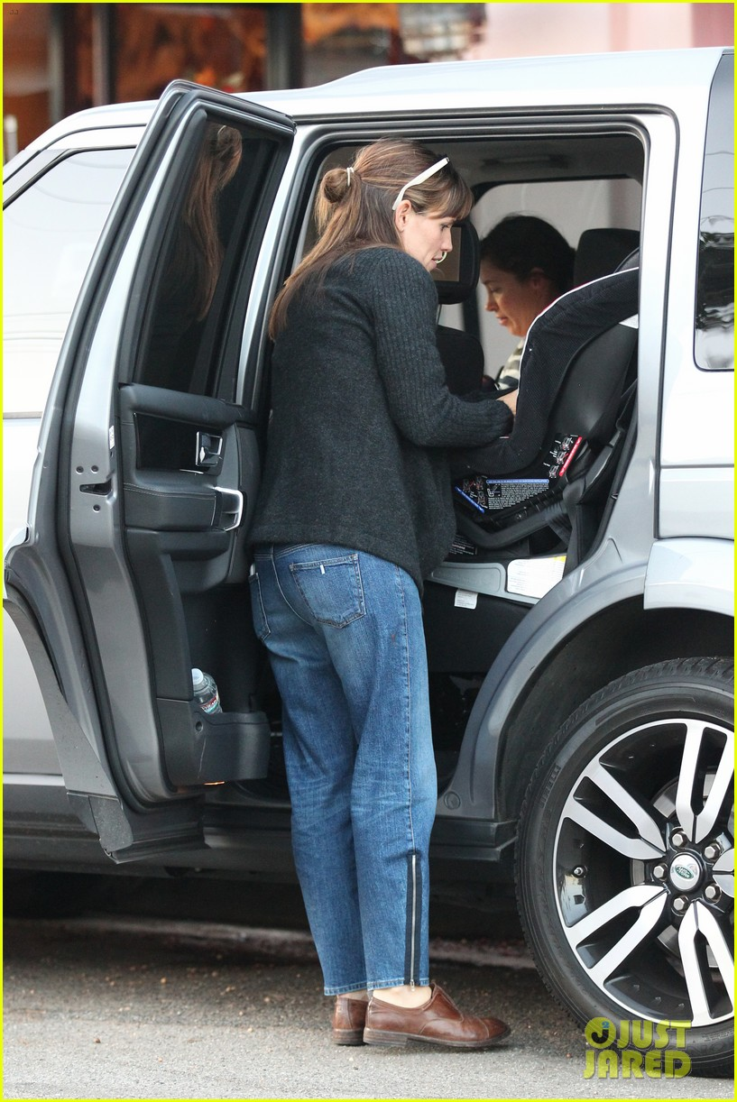jennifer garner brentwood birthday party with seraphina 282975840