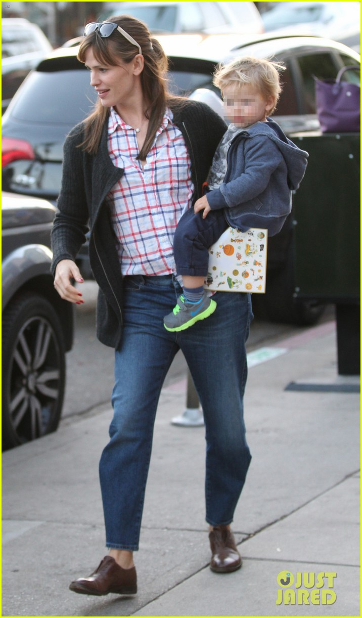 jennifer garner brentwood birthday party with seraphina 332975845