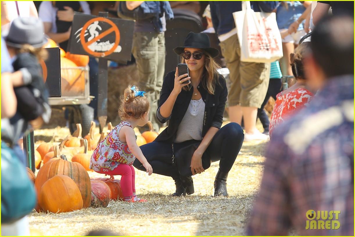 jessica alba cash warren pumpkin patch fun with honor haven 422975687