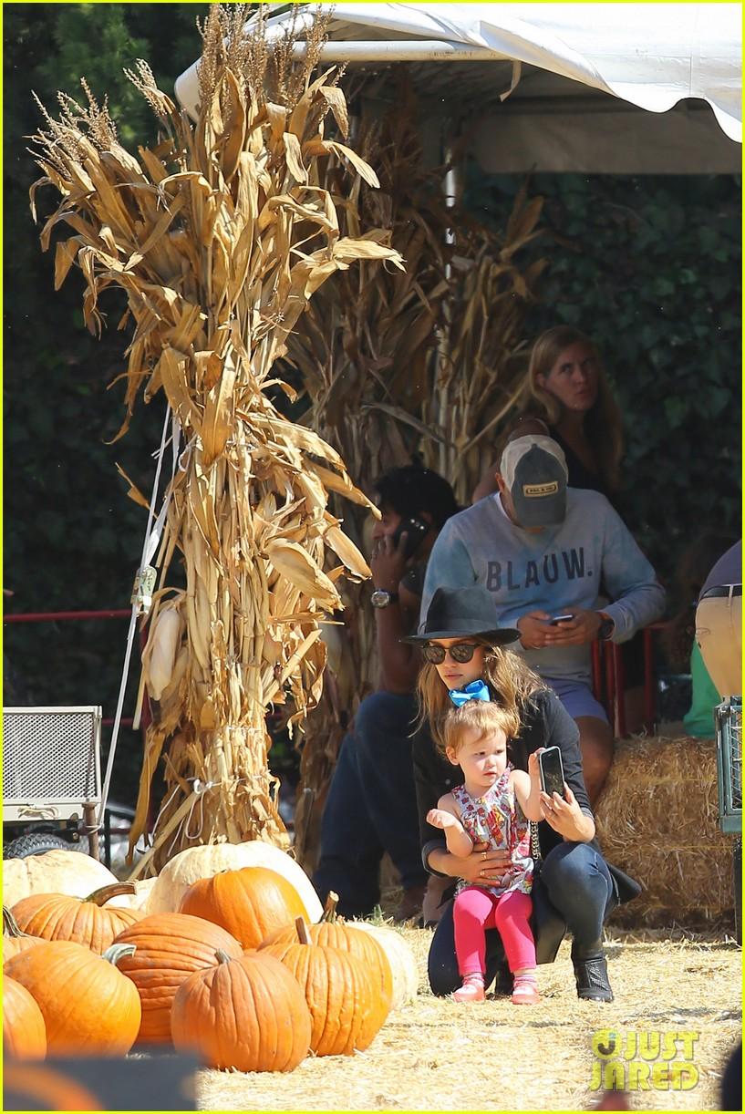 jessica alba cash warren pumpkin patch fun with honor haven 432975688