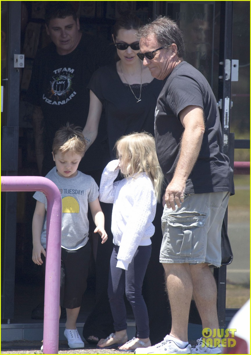 angelina jolie shops in queensland with the twins 162980826