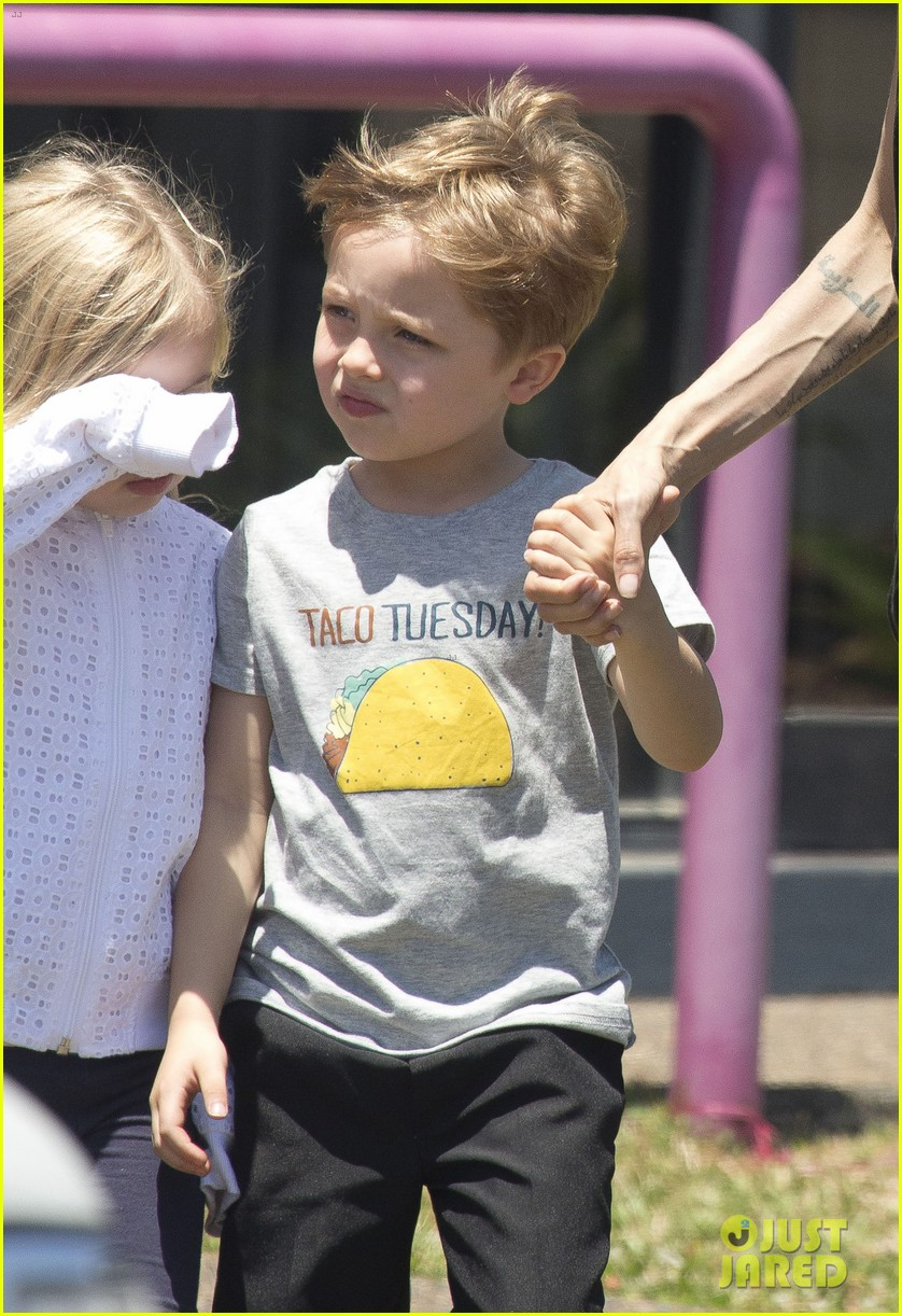 angelina jolie shops in queensland with the twins 212980831