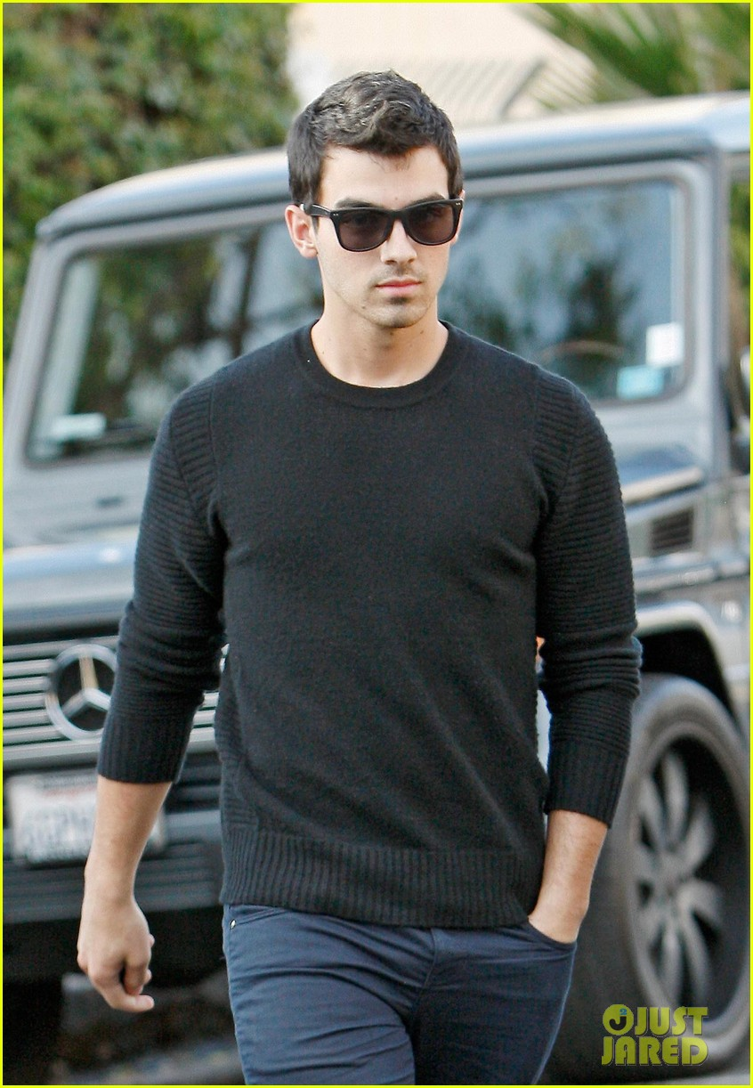 joe jonas spotted after jonas brothers tour cancellation 012969665