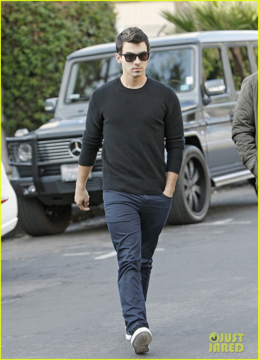 joe jonas spotted after jonas brothers tour cancellation 042969668