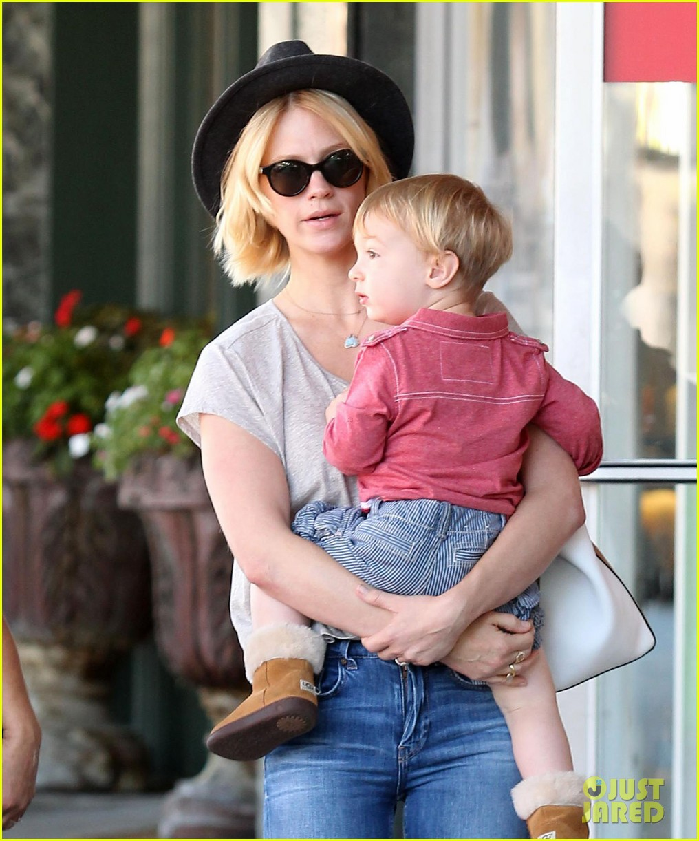 january jones hangs with smiley xander after babys class 022972978