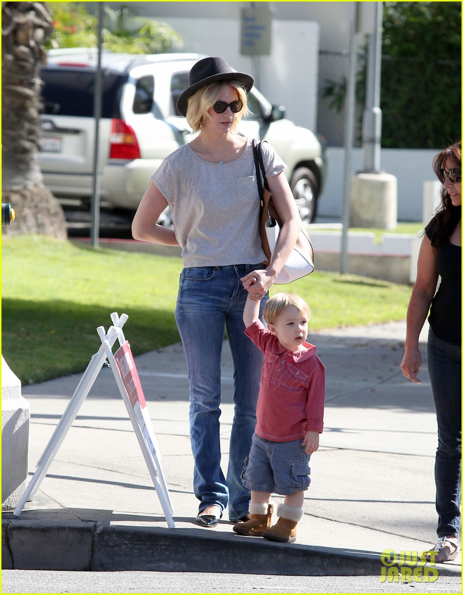 january jones hangs with smiley xander after babys class 162972992