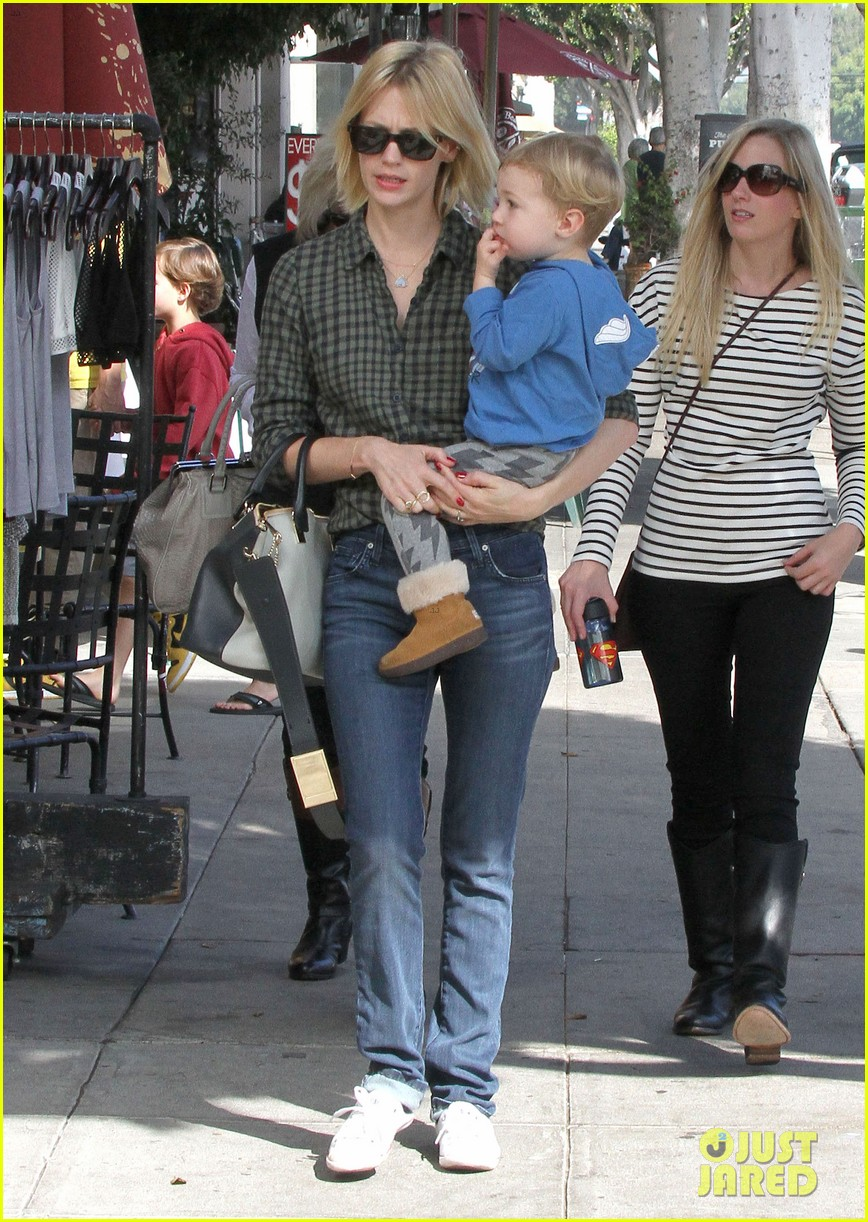 january jones baby boy xander to lunch with friends 072981555