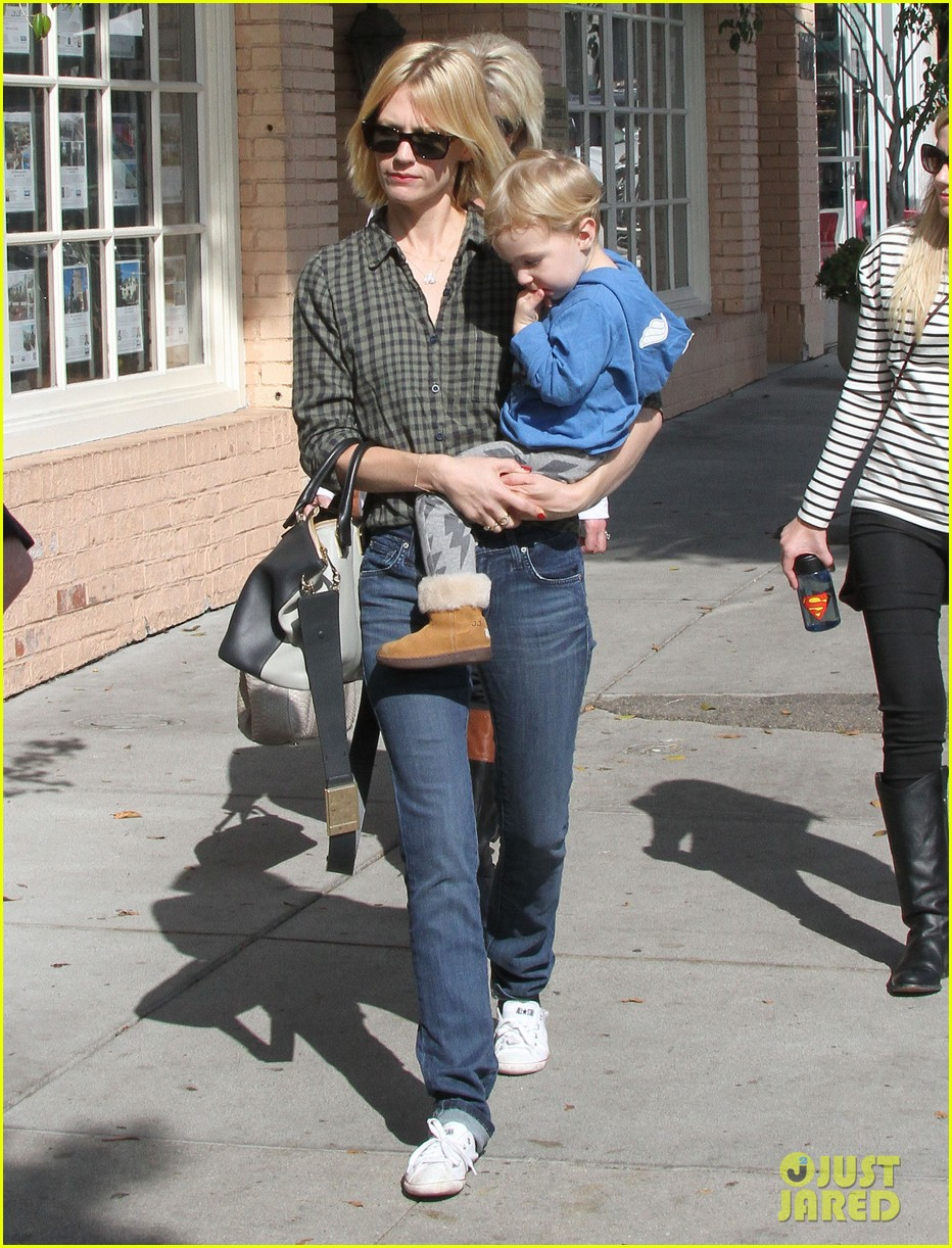 january jones baby boy xander to lunch with friends 122981560
