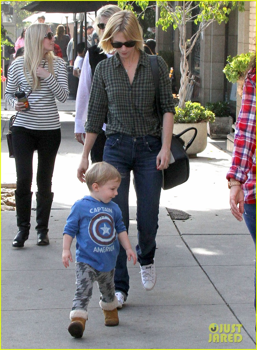 january jones baby boy xander to lunch with friends 152981563