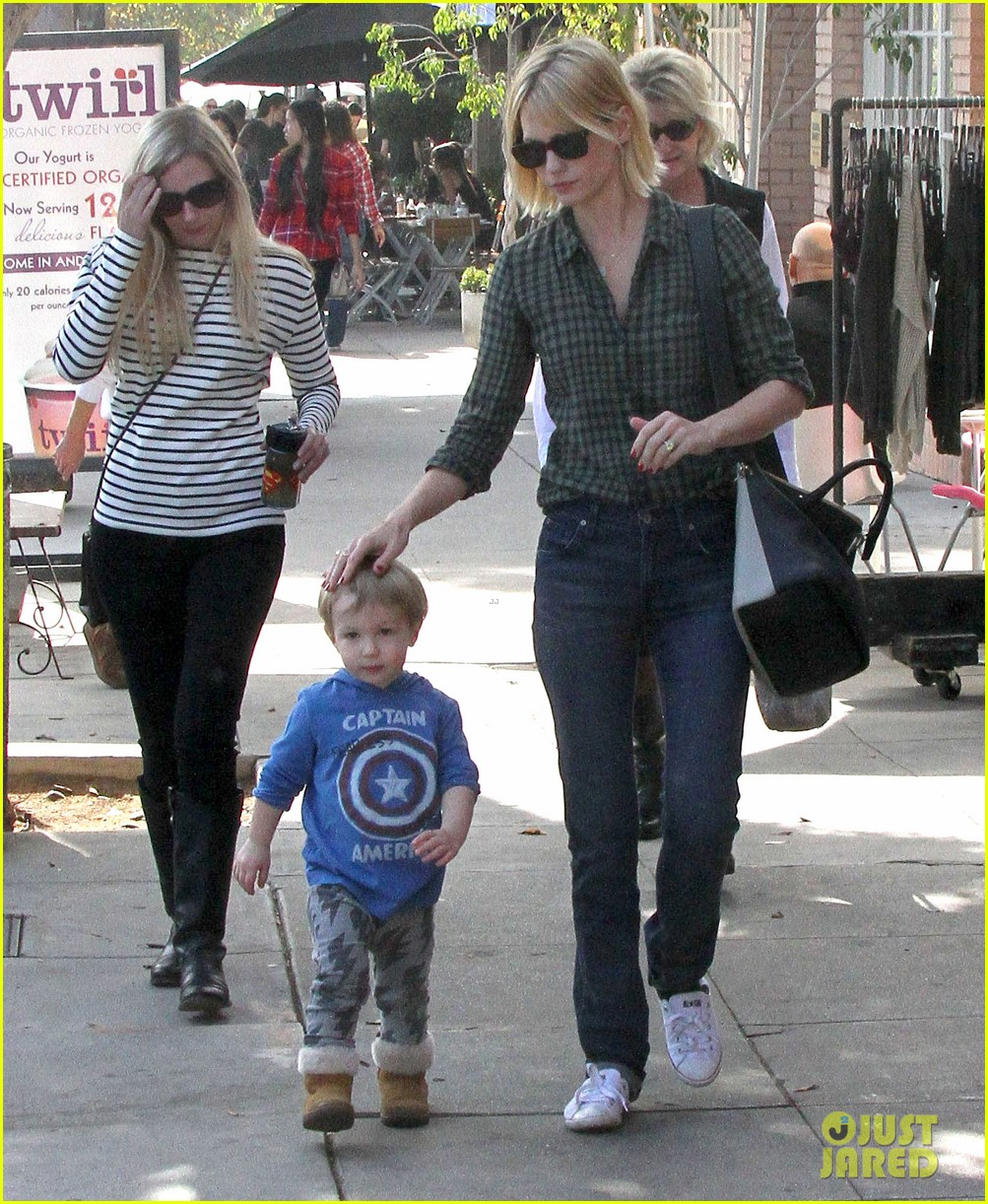 january jones baby boy xander to lunch with friends 17