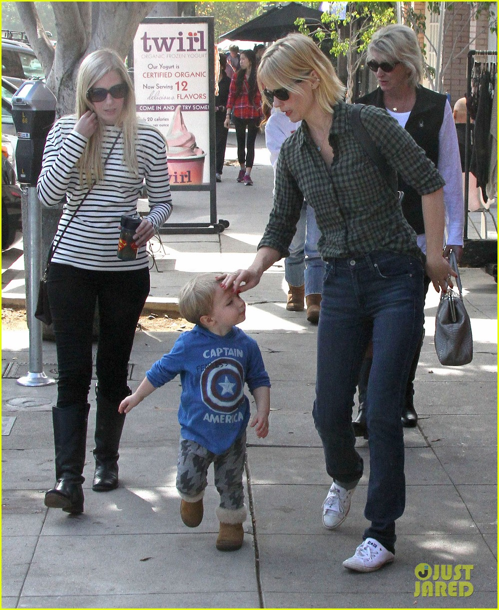january jones baby boy xander to lunch with friends 182981566
