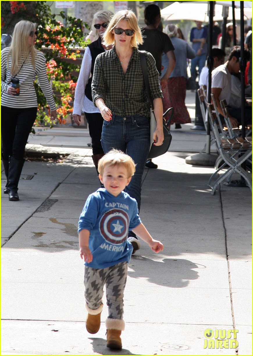 january jones baby boy xander to lunch with friends 19