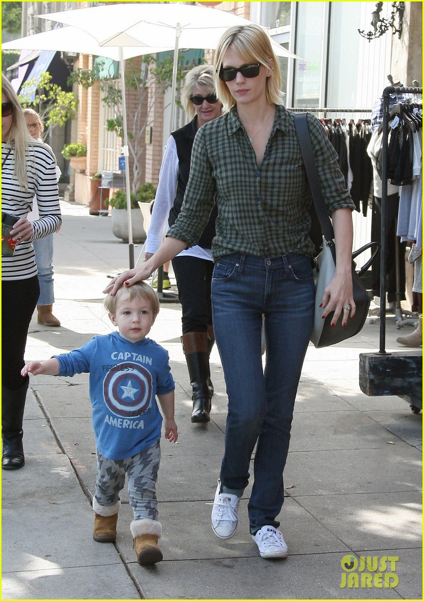 january jones baby boy xander to lunch with friends 222981570