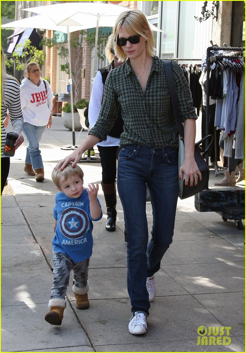 january jones baby boy xander to lunch with friends 232981571