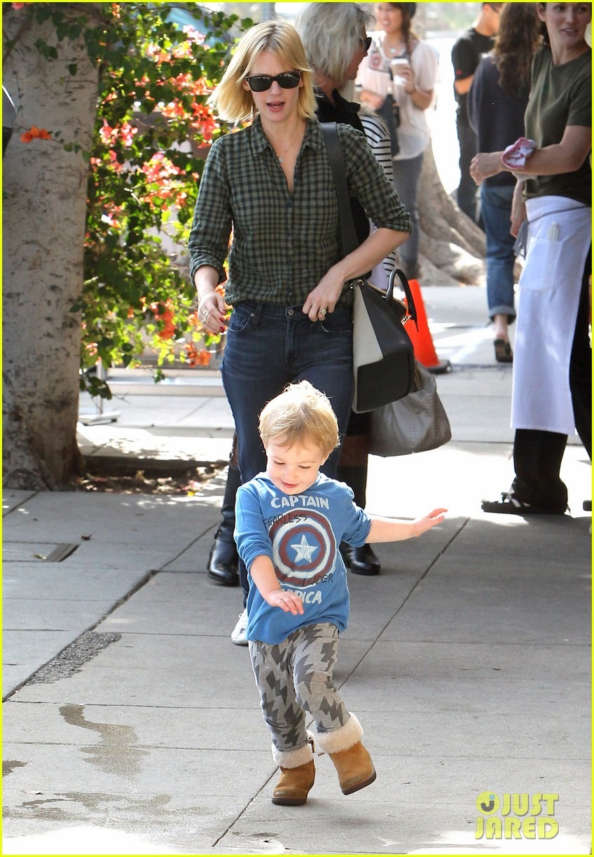 january jones baby boy xander to lunch with friends 242981572
