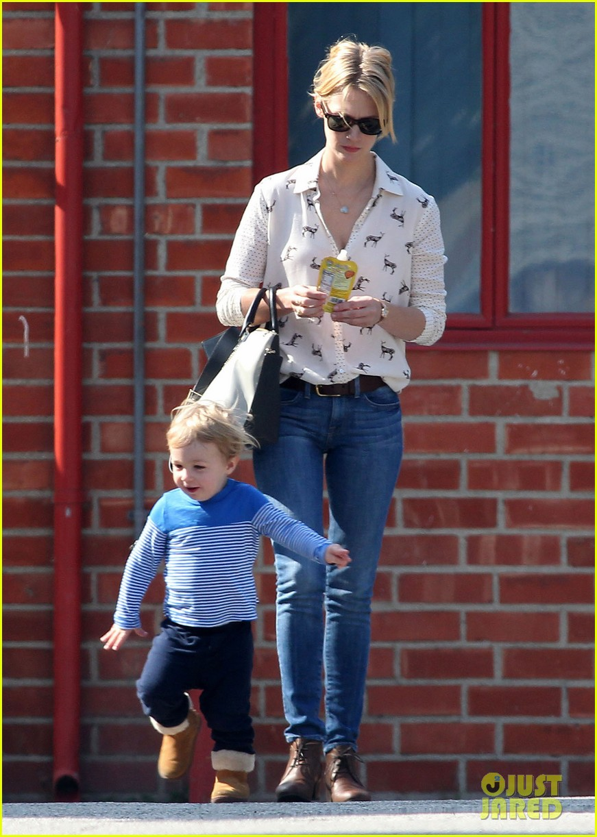 january jones gets in quality time with her son xander 032977672
