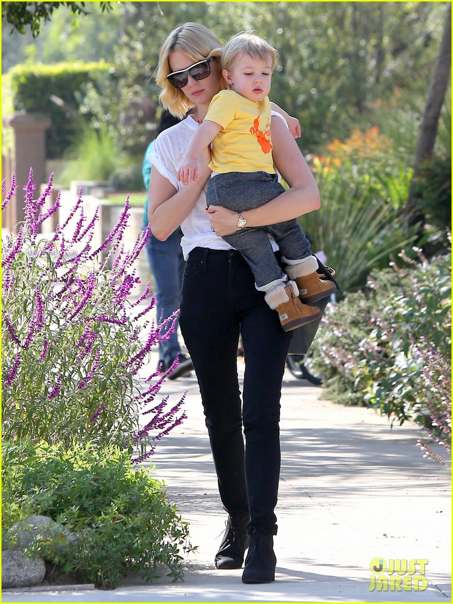 january jones gets in quality time with her son xander 042977673