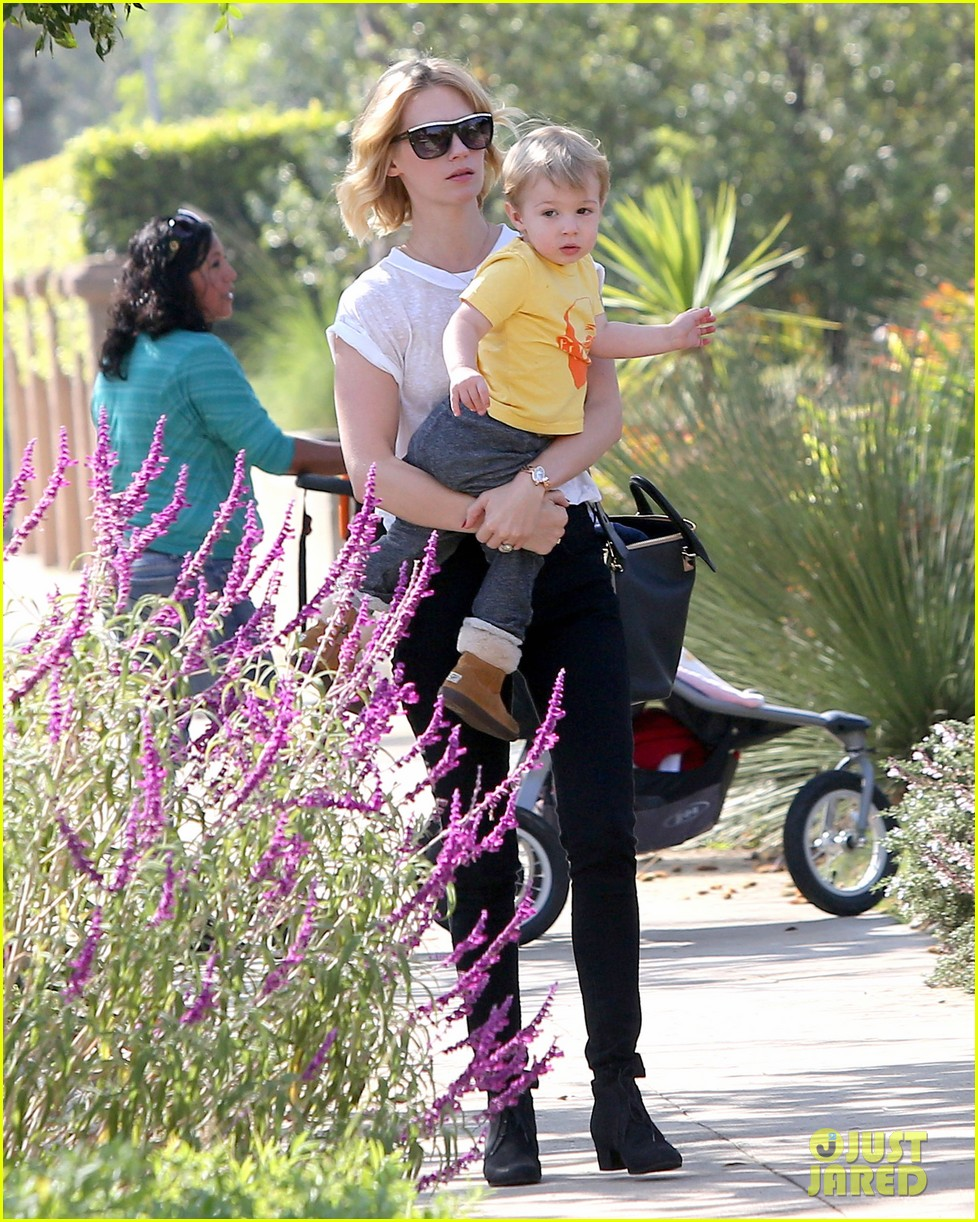 january jones gets in quality time with her son xander 052977674