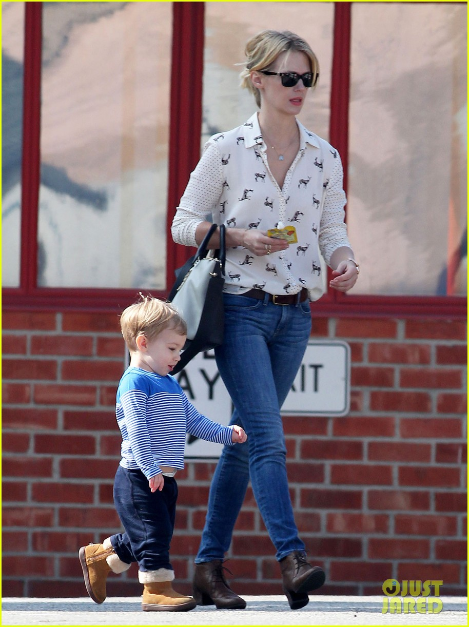 january jones gets in quality time with her son xander 082977677