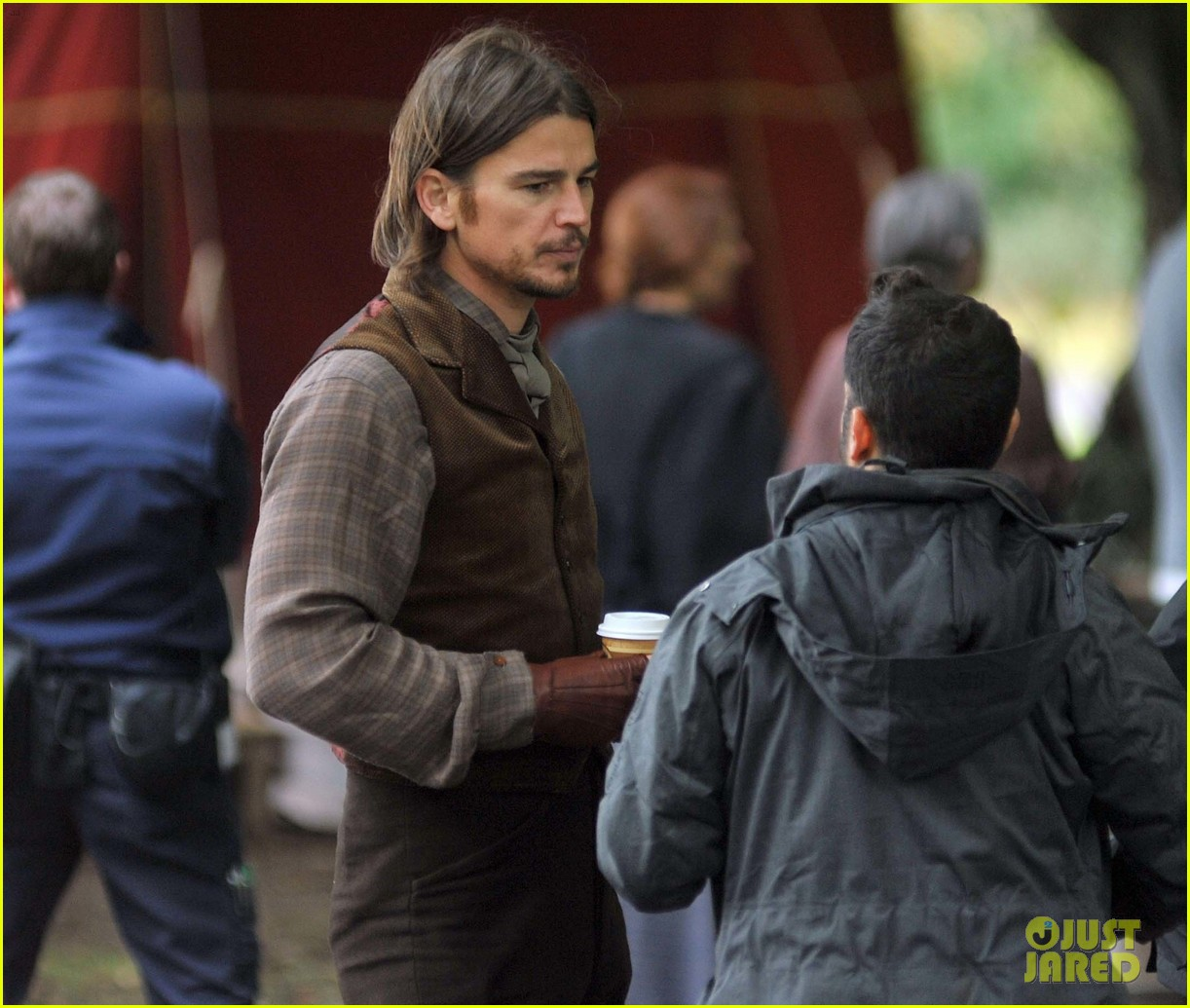 josh hartnett dons huge wig for penny dreadful 252966536