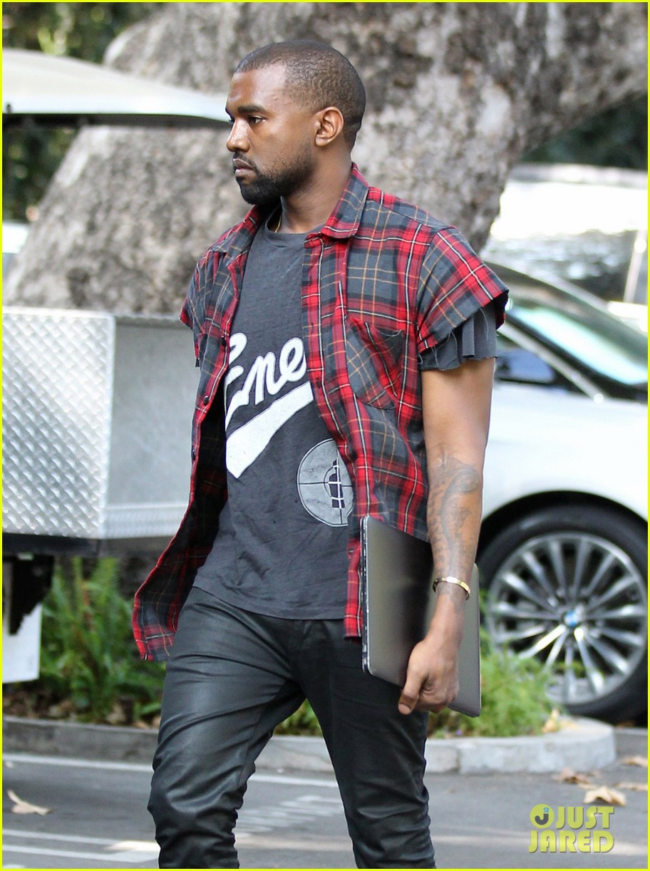 kanye west steps out after kim kardashian engagement 032978551