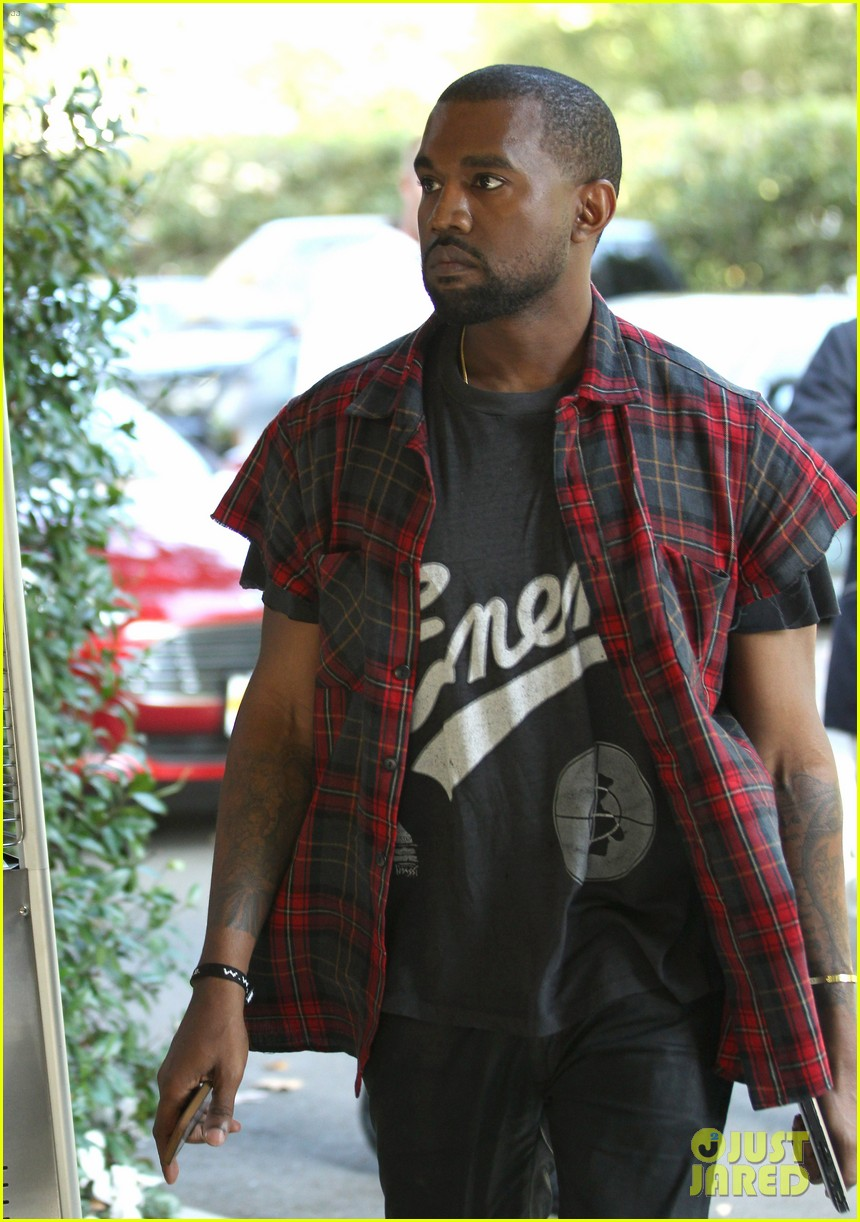 kanye west steps out after kim kardashian engagement 042978552
