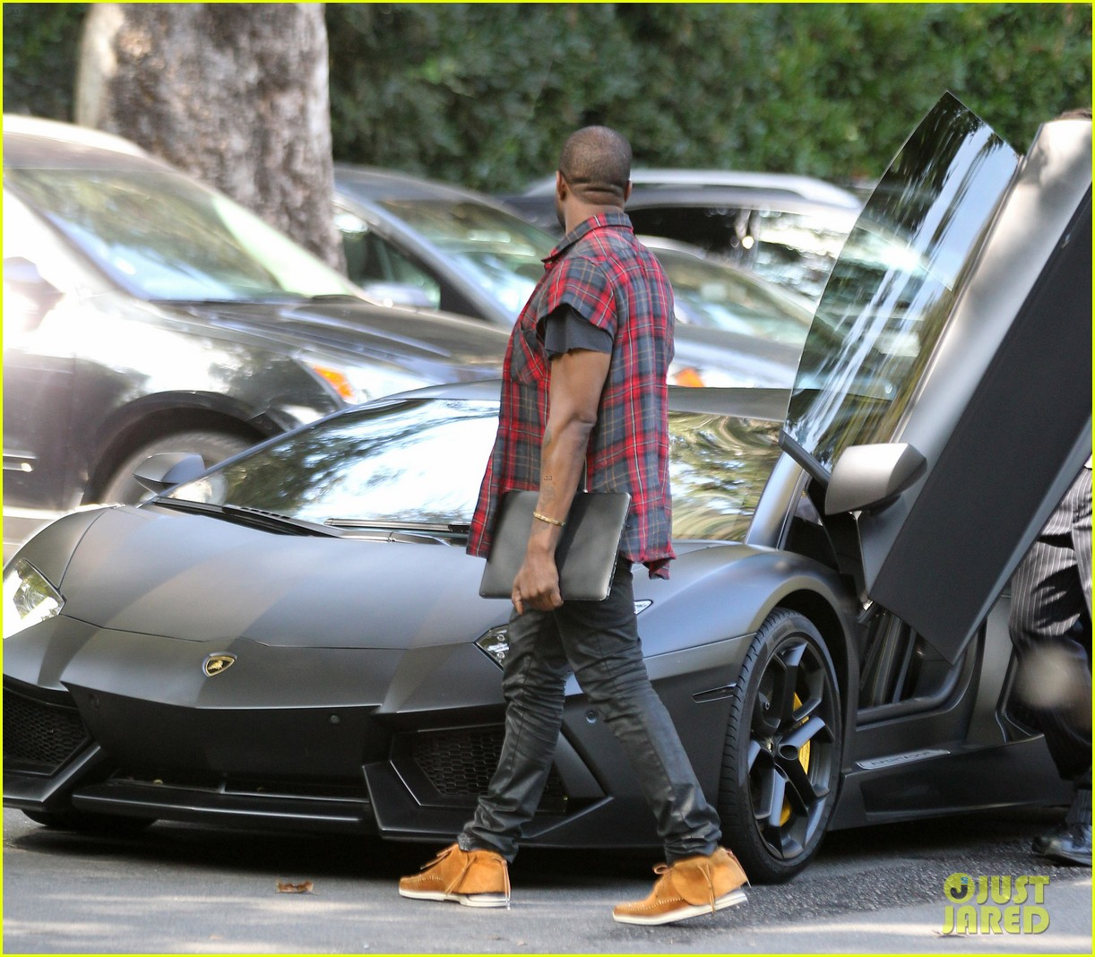 kanye west steps out after kim kardashian engagement 052978553