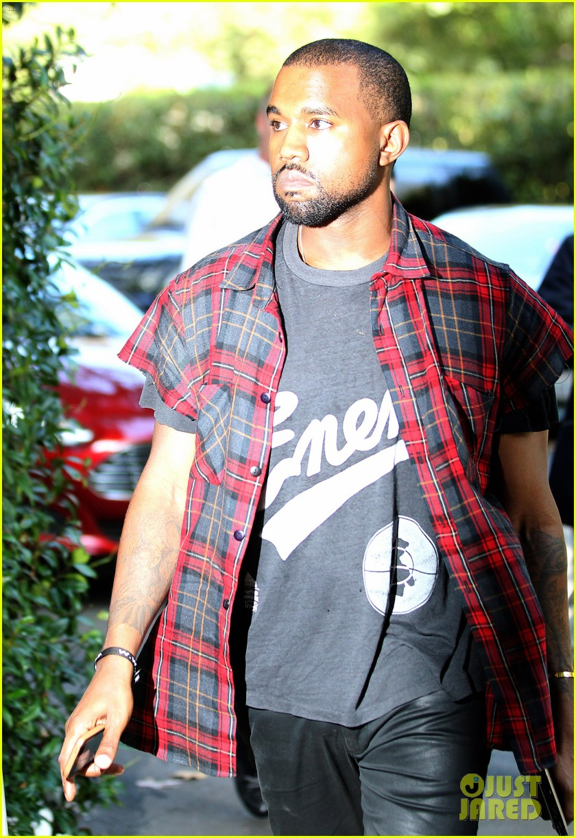 kanye west steps out after kim kardashian engagement 092978557