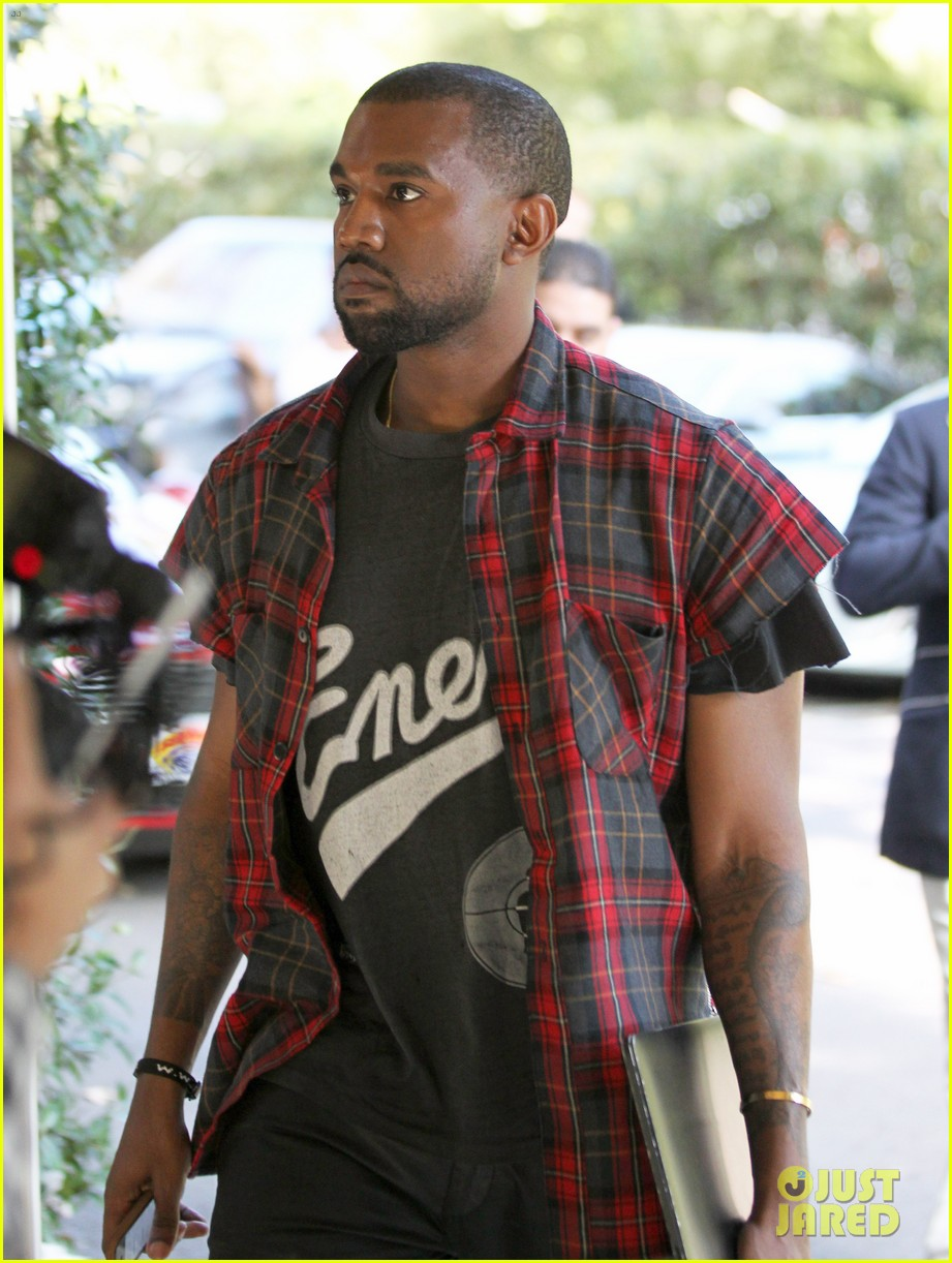 kanye west steps out after kim kardashian engagement 102978558
