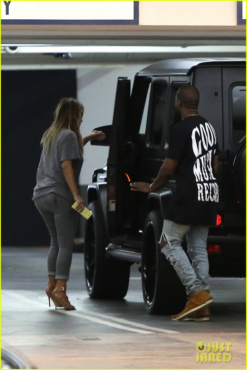 kimkardashian kanye west go casual for sunday dinner 012981790