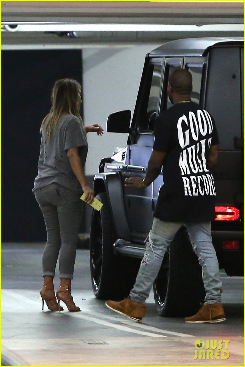 kimkardashian kanye west go casual for sunday dinner 032981792