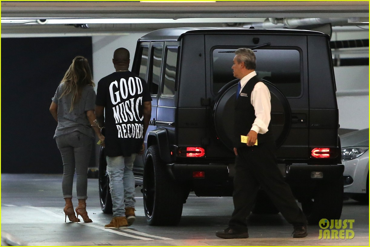kimkardashian kanye west go casual for sunday dinner 082981797