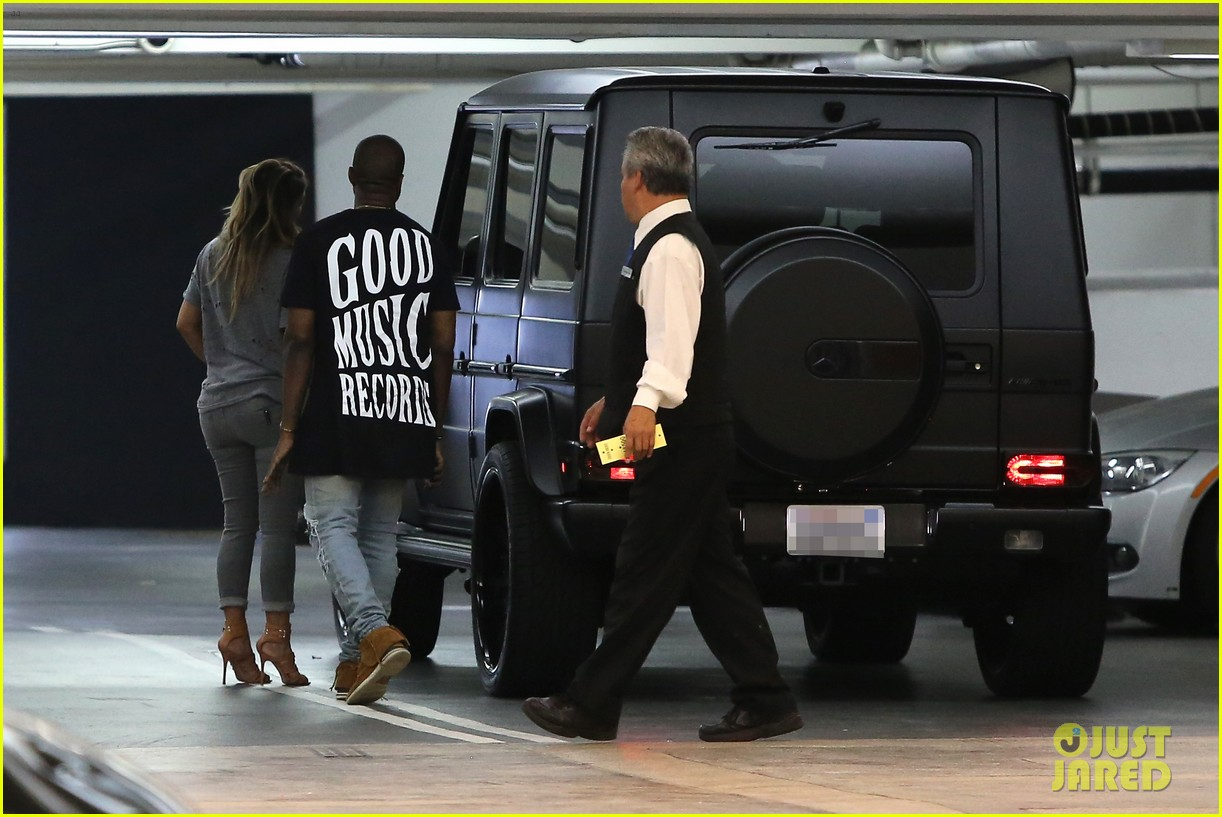 kimkardashian kanye west go casual for sunday dinner 102981799