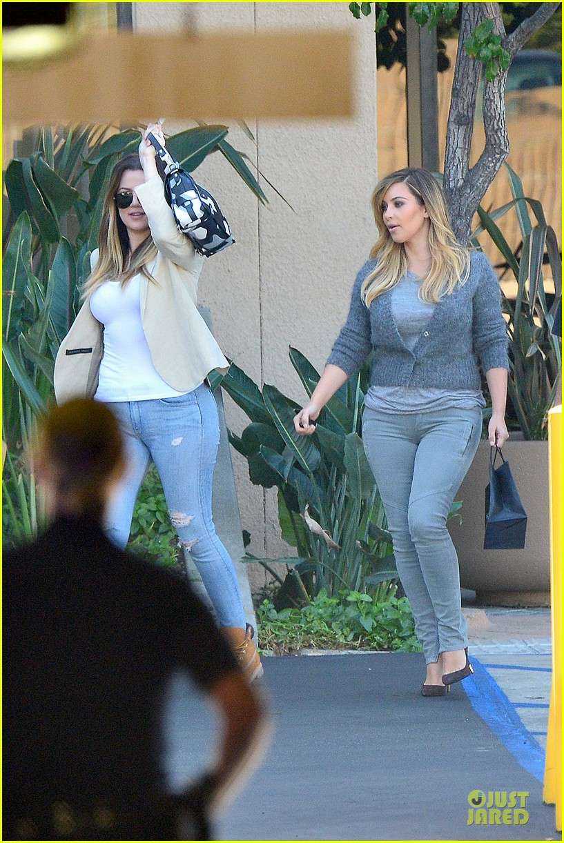 kim kardashian happy meeting with kourtney khloe 032968545