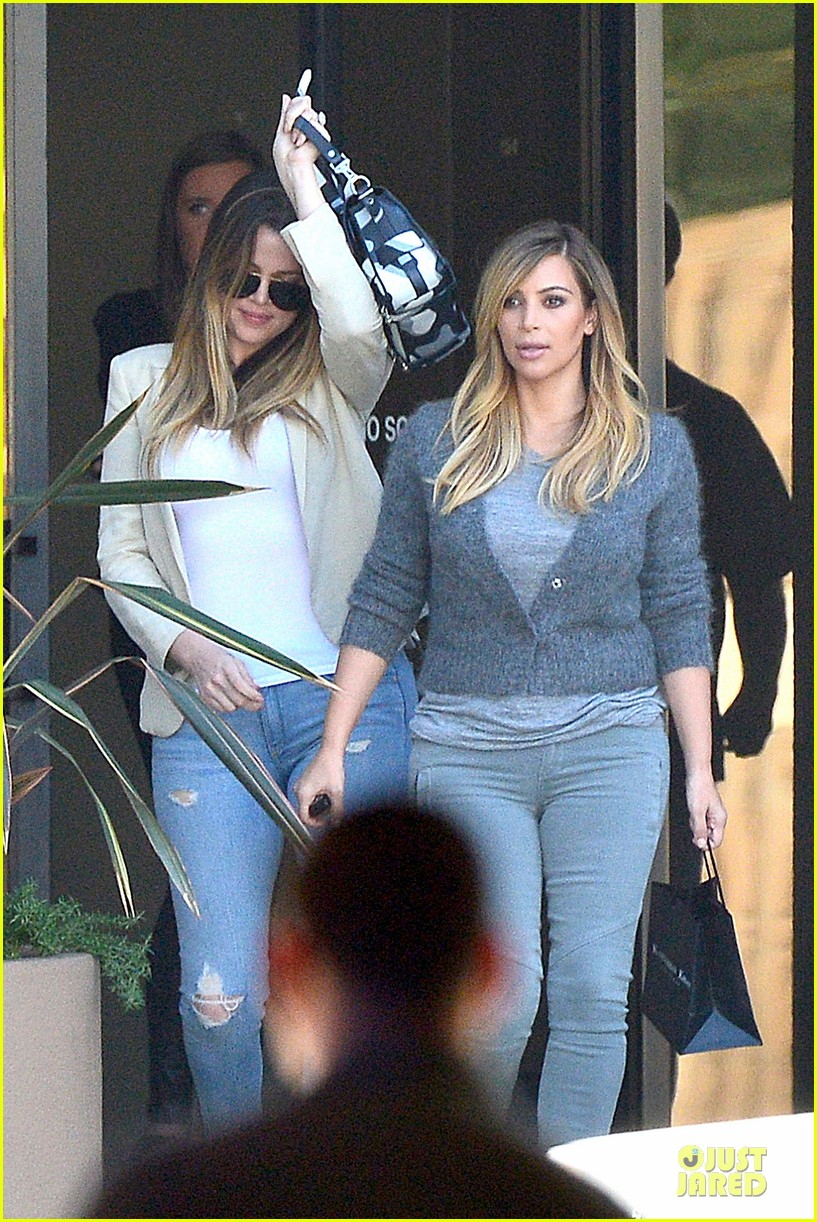 kim kardashian happy meeting with kourtney khloe 06