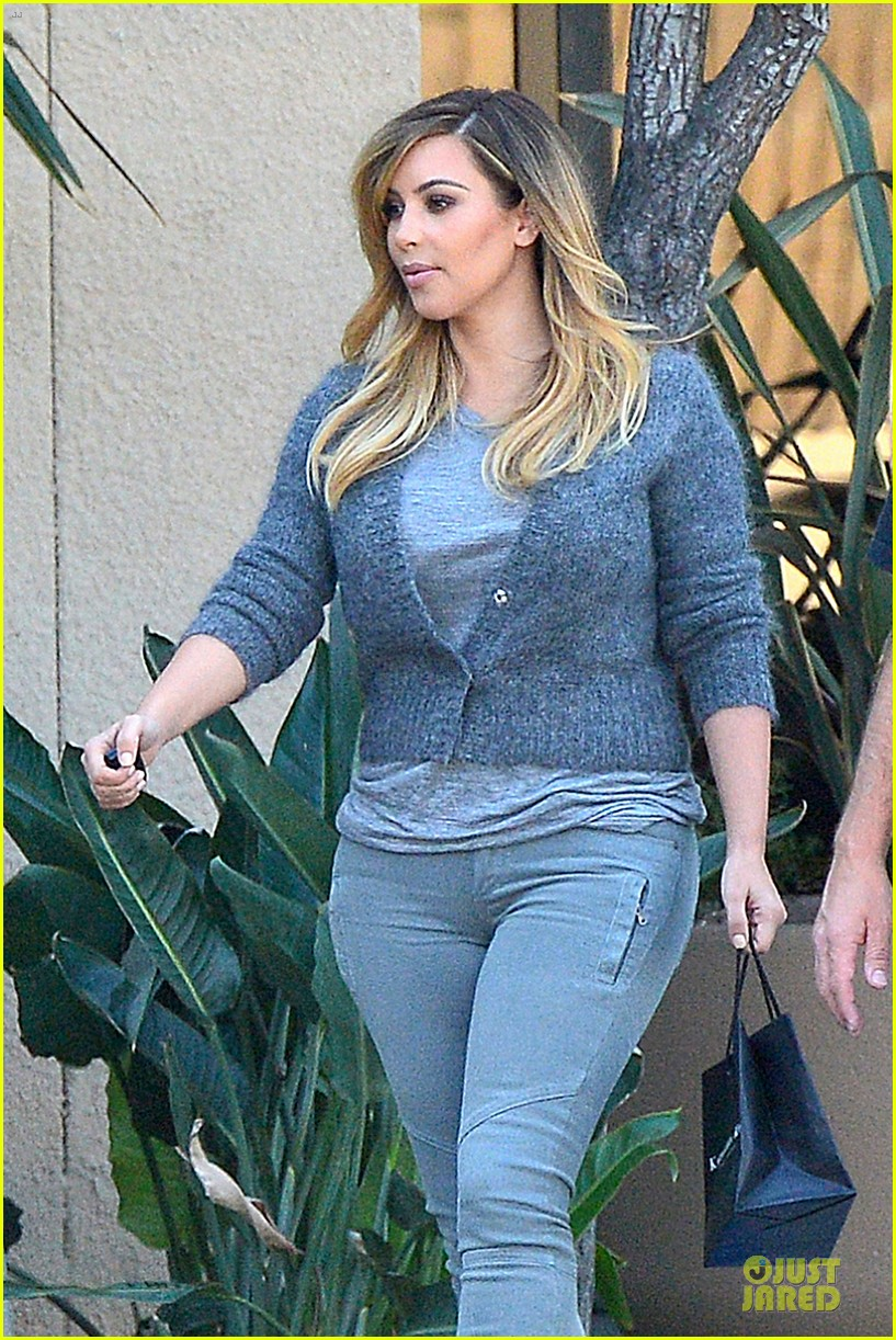 kim kardashian happy meeting with kourtney khloe 122968554