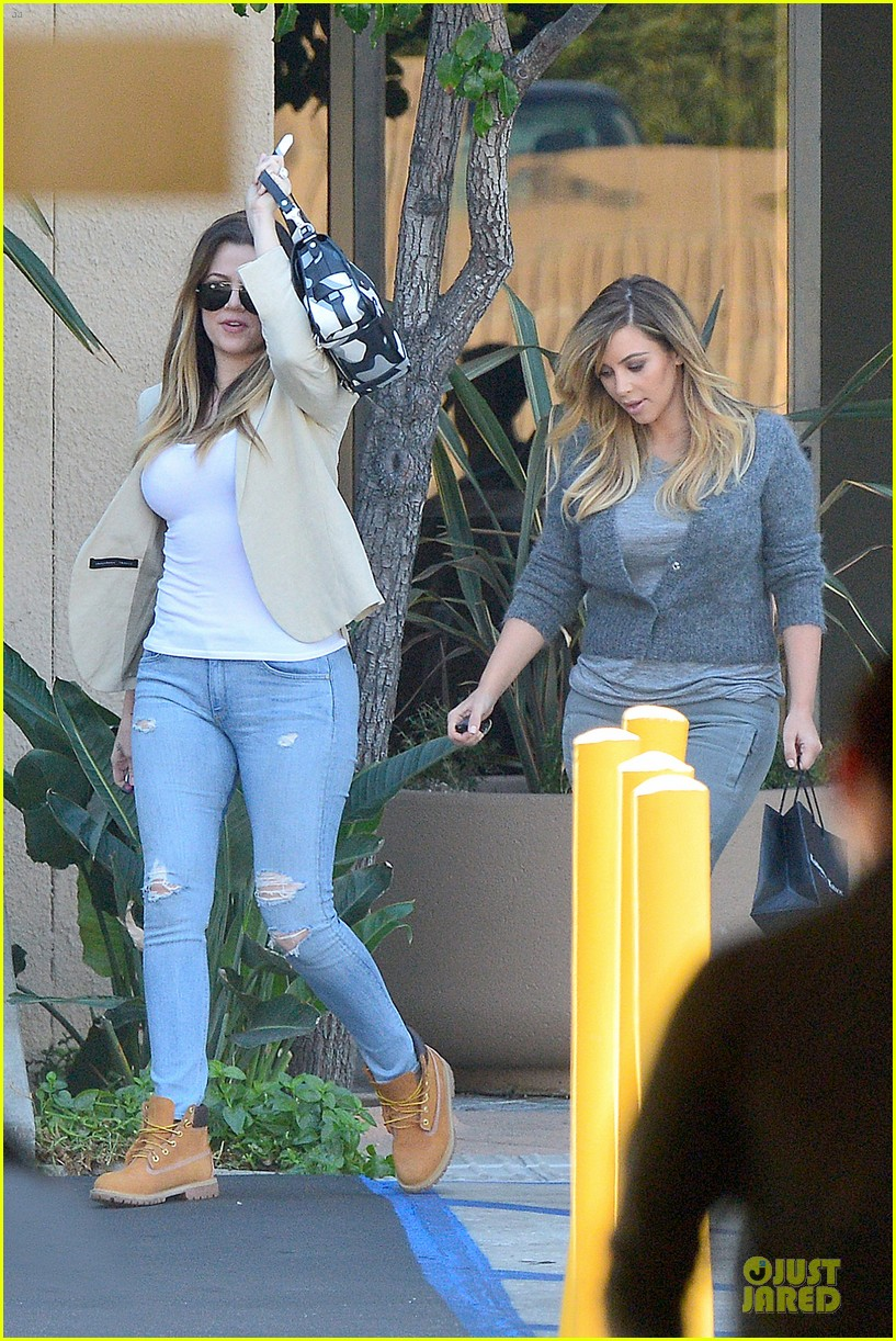 kim kardashian happy meeting with kourtney khloe 23