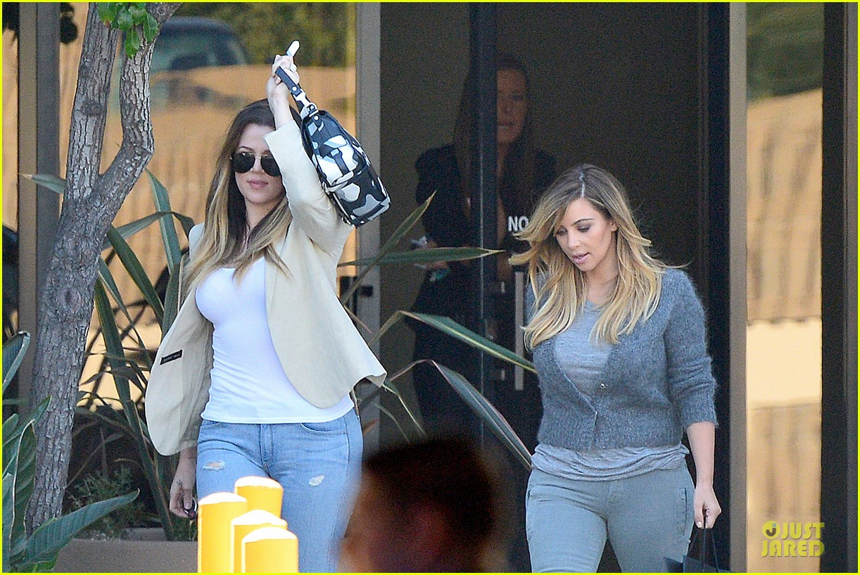 kim kardashian happy meeting with kourtney khloe 24