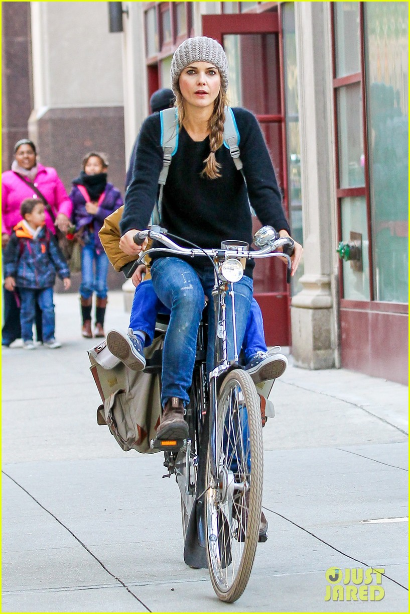 keri russel laughs with river after bike ride 01