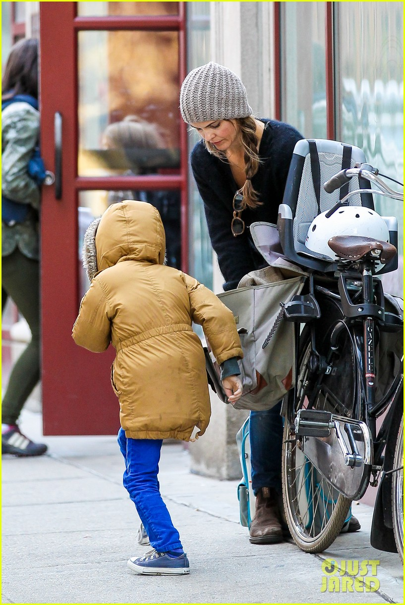 keri russel laughs with river after bike ride 072982386
