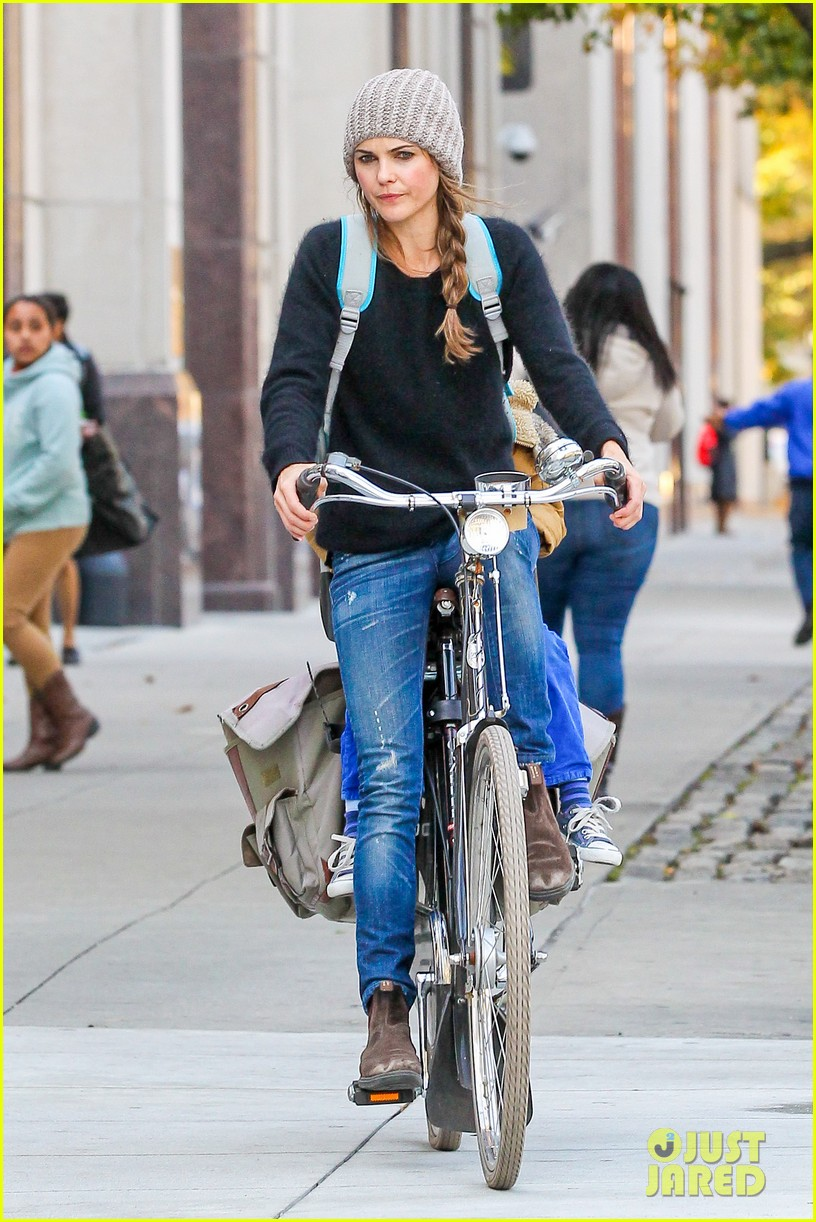 keri russel laughs with river after bike ride 112982390