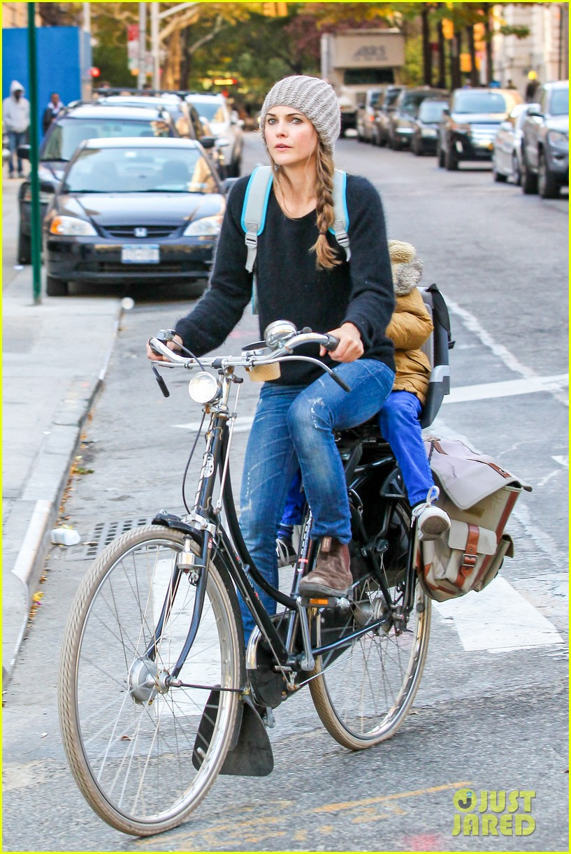 keri russel laughs with river after bike ride 132982392