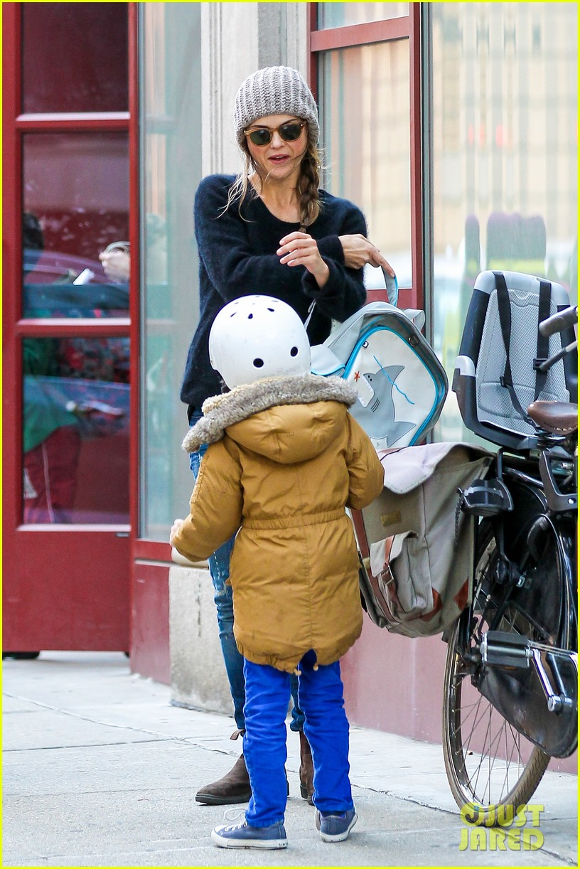 keri russel laughs with river after bike ride 142982393