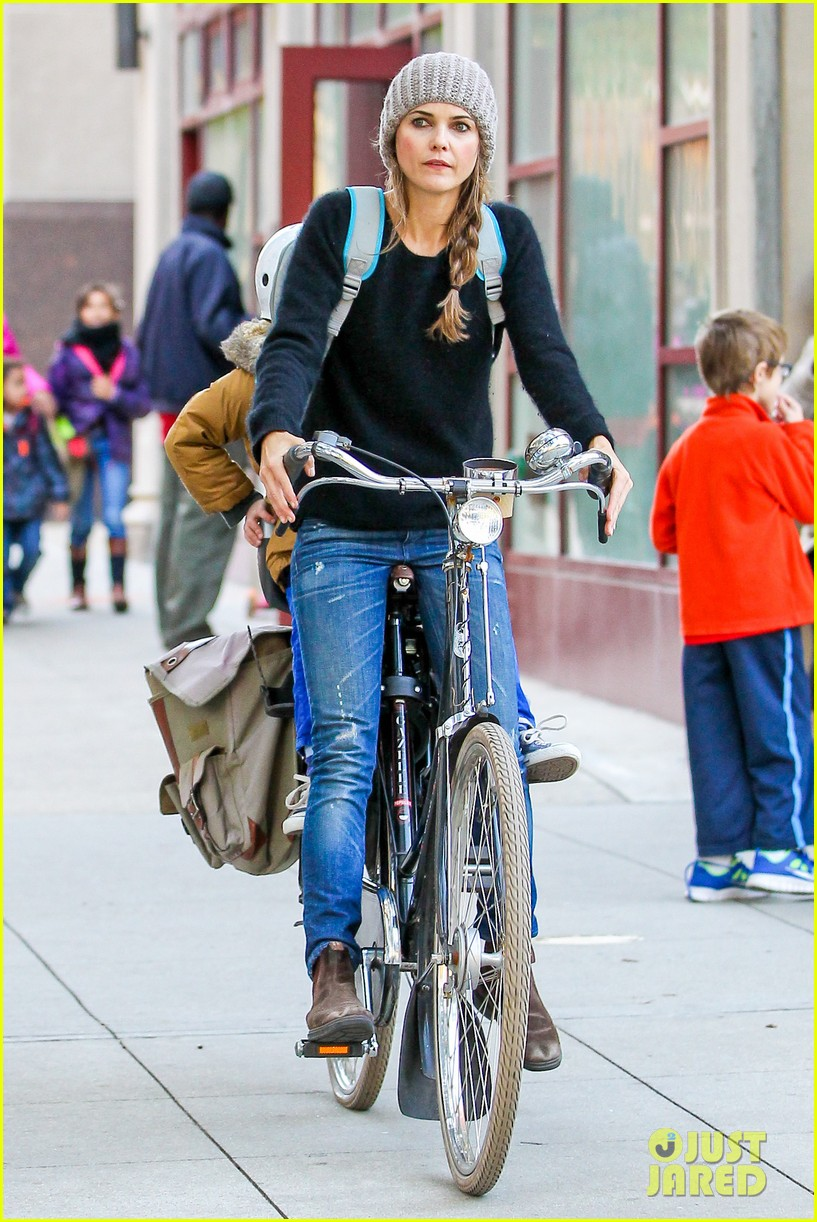 keri russel laughs with river after bike ride 152982394